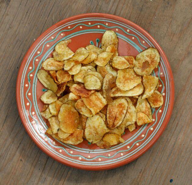 En del av skörden blir delikatesschips. Målet är att chipsen verkligen ska smaka potatis.