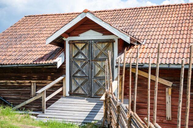 """Den rejält byggda lagården som var Erik """"Skäggbasen"""" Perssons verk."""