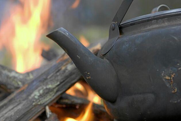Mysigare blir det knappast, än om man kan göra en liten eld och koka kaffe. En favorit bland de flesta jägare, fiskare och andra naturälskare.