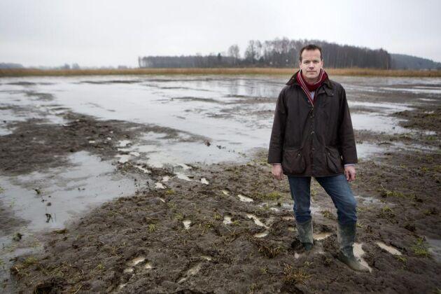 """Peter Reuterströms marker påverkas redan av Mälarens vårflöden. Med den planerade """"vårpuckeln"""" försenas hans vårbruk med i snitt 21 dagar."""