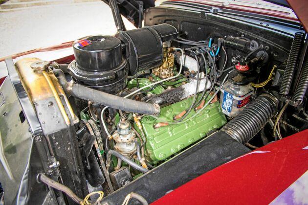 Under motorhuven finns en V8 sidventilsmotor på 150 hk