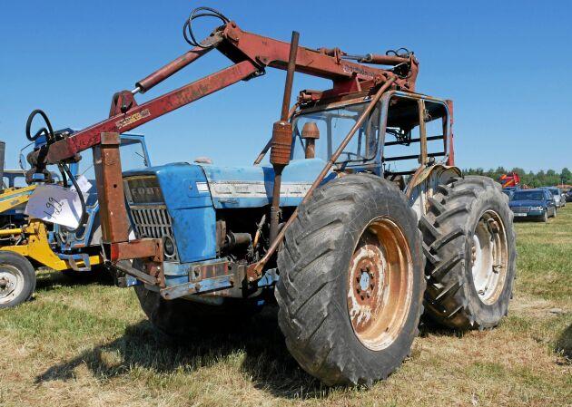 County byggde sina traktorer på Ford. Den här är från 1967 och är utrustad med en Simsonkran.