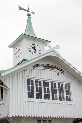 Klocktornet i Lyckorna byggdes på mitten av 1800-talet och har nu renoverats.