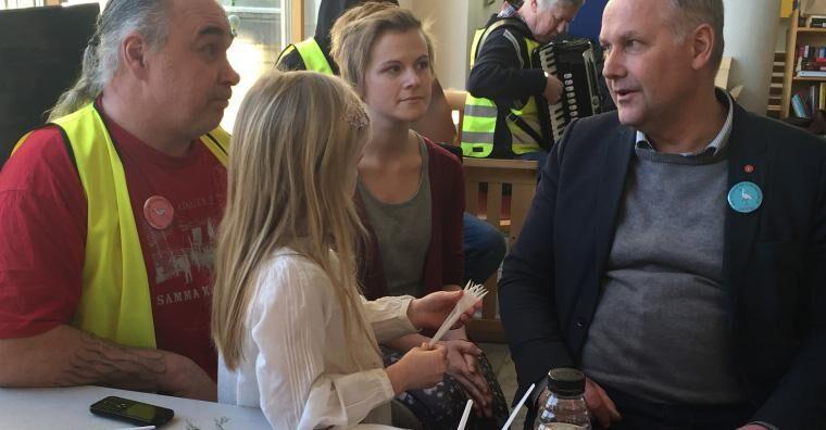 Vänsterpartiets partiledare Jonas Sjöstedt mötte ockupanterna.