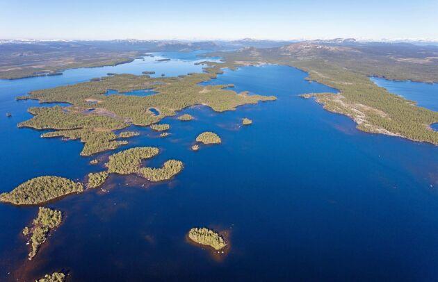 Diskussionen om lämplig skyddsform fortsätter för södra delen av Karatj-Råvvåive med sjön Karatj.