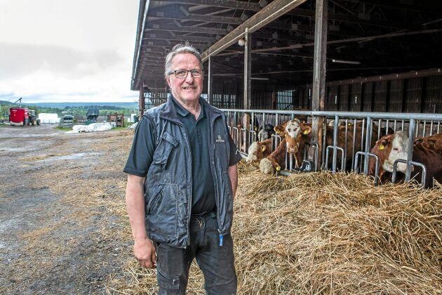 Det är en speciell tillfredställelse att se när korna har det bra och ligger och idisslar, säger Kenneth.