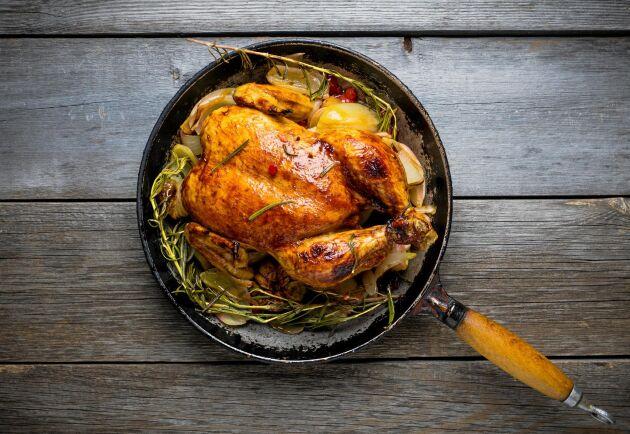 Svensk kyckling slipper antibiotika. Det beror på att de är friskare än i andra länder där kycklingarna får antibiotika i förebyggande syfte.