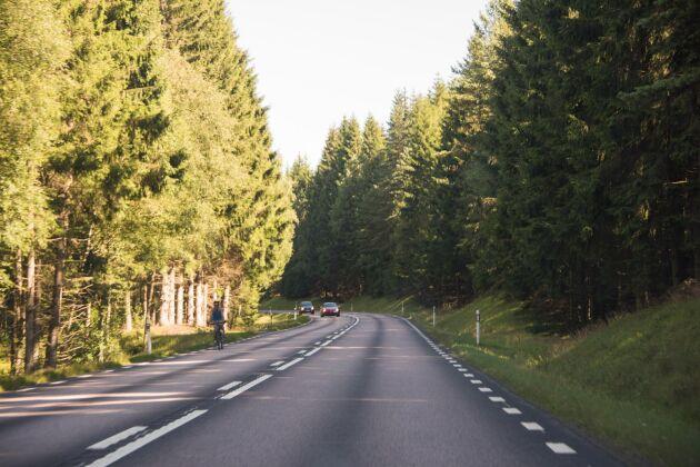 Sliter inte elbilarna också på vägen? Behöver de inte också snöröjning?, skriver Erika Sörengård.