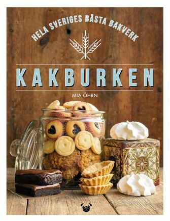 """""""Kakburken – Hela Sveriges bästa bakverk"""" är en underbar samling recept från bakproffs och amatörer i hela landet. Boken går att köpa på Landshopping.se."""