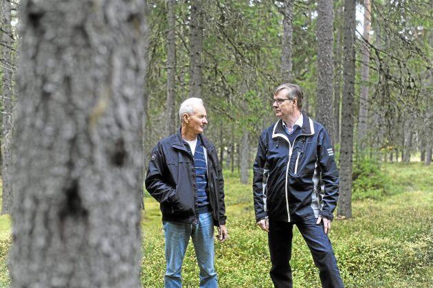 Olika besked till markägarna. Per-Olof Löfgren (till höger) har nu fått rätt att avverka sin skog medan Skogsstyrelsen inte ändrat sig när det gäller Lars Göran Mårtenssons avverkning.