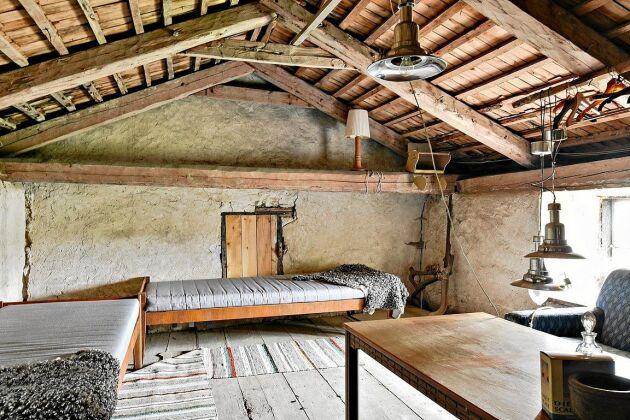Loft med gott om sovplatser på ladan.