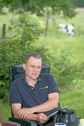 Tomas Bengtsson i Tidavad har bedrivit ekologisk mjölkproduktion sedan 2011. LRF Konsults jämförelse i lönsamhet bekräftar bland annat att drivmedelsåtgången per hektar inte är större på ekogårdarna, något som Tomas hela tiden har anat.