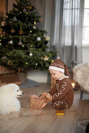 Sonen Wille, 3 år, med sin bästa vän, hunden Hachi.