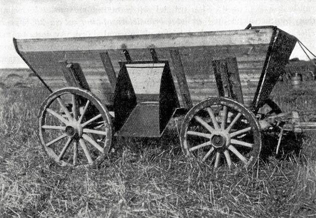 Albert Berg von Linde monterade ganska snart en startmotor som höjde och sänkte skärbordet så att traktorföraren ensam kunde manövrera skördetröskan.