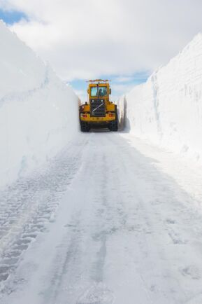 Det här är den lätta biten. På fjället räknar man med ett snödjup om cirka fyra meter.