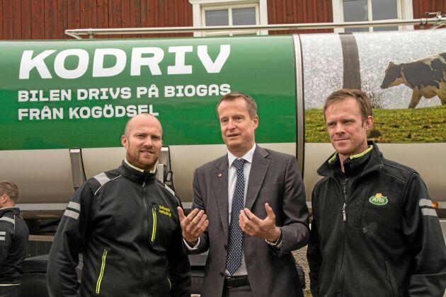 Arla aviserar en satsning på biogasdrift av sina mjölktransporter. Invigningen av första bilen skedde i närvaro av energi- och digitaliseringsminister Anders Ygeman. Gården ägs av bröderna Kristoffer och Tobias Kullingsjö.
