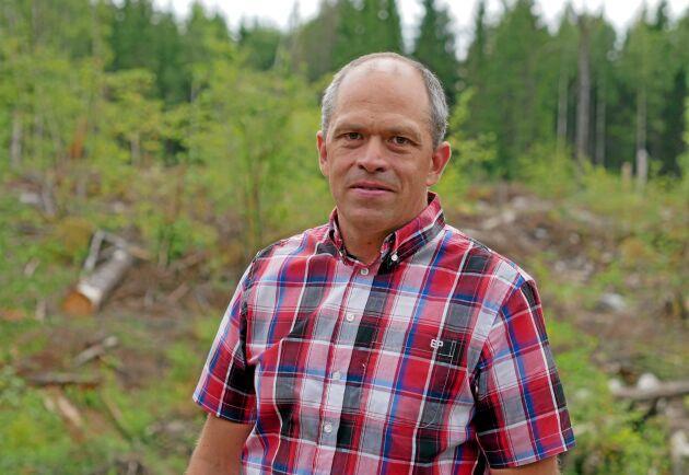 – Vad jag inte förstår är varför de frångick sin egen rekommendation om skyddsavstånd, säger Lars Forsling.