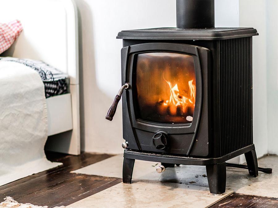 Hårda träslag som ek har högt brännvärde, dvs ger god värme.