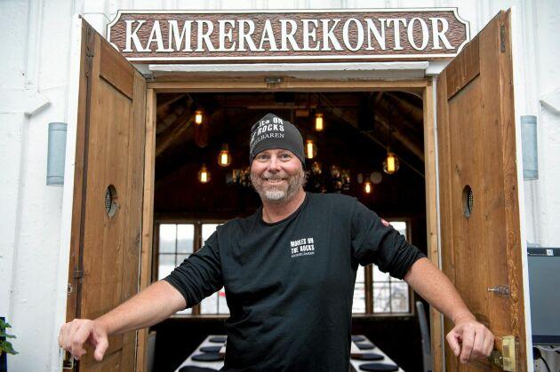 Ägaren Janne Barks restaurang- och båtverksamhet ger 21 personer jobb på orten.