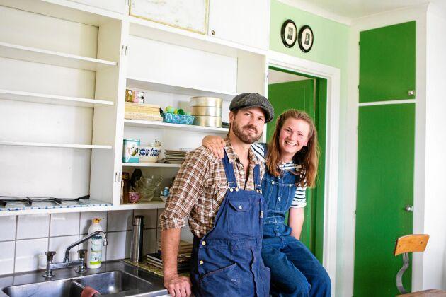 Händigt par – Sara är snickare och Erik timmerman.