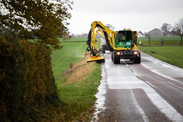 Under tre år ska försöket i Skåne ta reda på om det lönar sig klimatmässigt och ekonomiskt att ta vara på gräset när vägkanter klipps.
