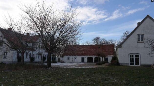 Sugen på en dansk storgård? Godset Rudebæk är till salu. Och priset lär bli rejält lägre än när det såldes för 2006.