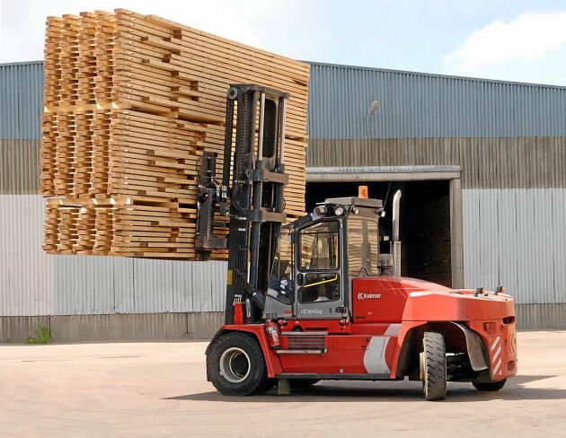 Styrelsen i Moelven Norsälven AB överväger att lägga ned sågverket.