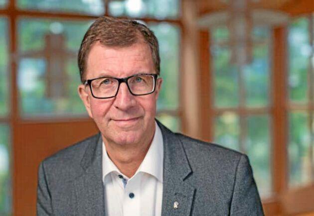 """""""När vi studerade effekterna av investeringar på respektive anläggning blev det tydligt att förutsättningarna för långsiktig lönsamhet finns i Bygdsiljum och Kroksjön."""" Så förklarar Lars Martinson nedläggningen i Hällnäs."""