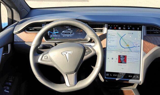 Det går att skräddarsy inställningar av höjd, ryggstöd, nackstöd och svankstöd i Tesla Model X 100D. Även att anpassa luftkonditioneringen efter antal personer i bilen.