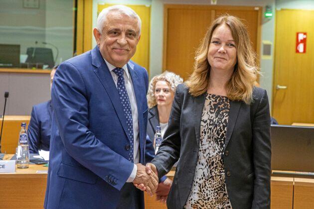Rumäniens jordbruksminister och Sveriges landsbygdsminister Jennie Nilsson har olika åsikter om tidplanen för CAP-reformen.