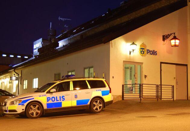 Svensk polis letar nu efter vem eller vilka som ligger bakom att John Häger i Nykarleby i Finland tvingades betala för sin tröska två gånger.