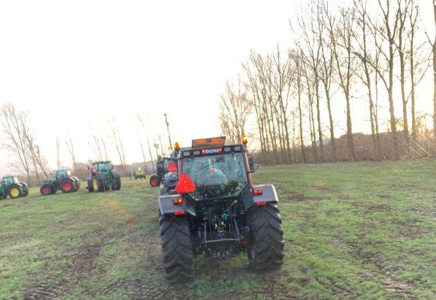 Ett 50-tal traktorer deltog i årets traktorparad på Segragymnasiet.