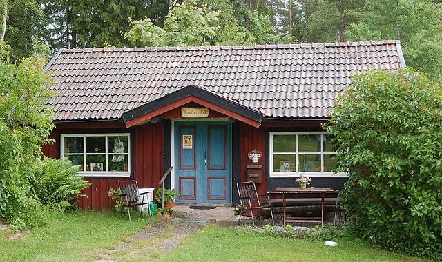 Hantverkshuset i Tivedstorp. Foto: Wikimedia.