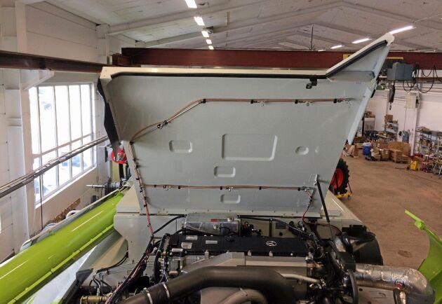 Från släckcylindern dras rörsystemet ut till alla svaga punkter i motorrummet och resten av maskinen för att branden ska kvävas så snabbt som möjligt.