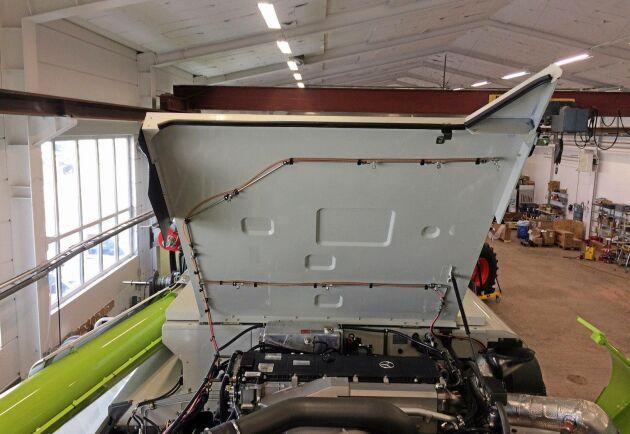 Tack vare rörsystemet ska Fogmakers lösning täcka in alla svaga punkter i motorrummet och i resen av maskinen. Vid en brand kvävs branden sedan blixtsnabbt med hjälp av en trycksatt cylinder med vatten som skapar en vattendimma.