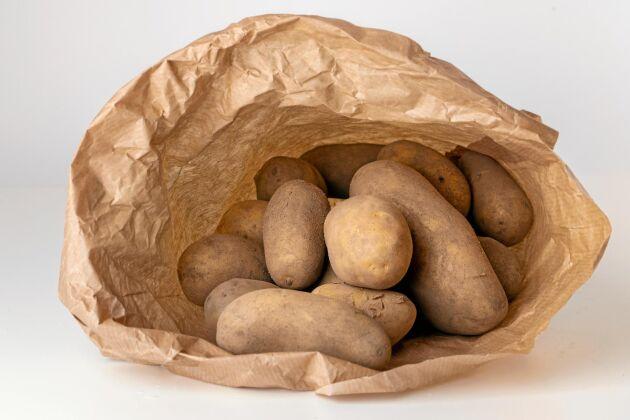 Papperspåse är bra förvaring för potatis.