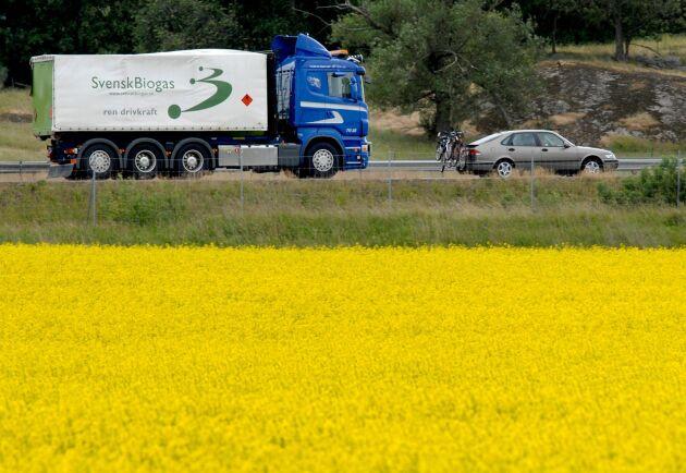 Lastbil som transporterar biogas.
