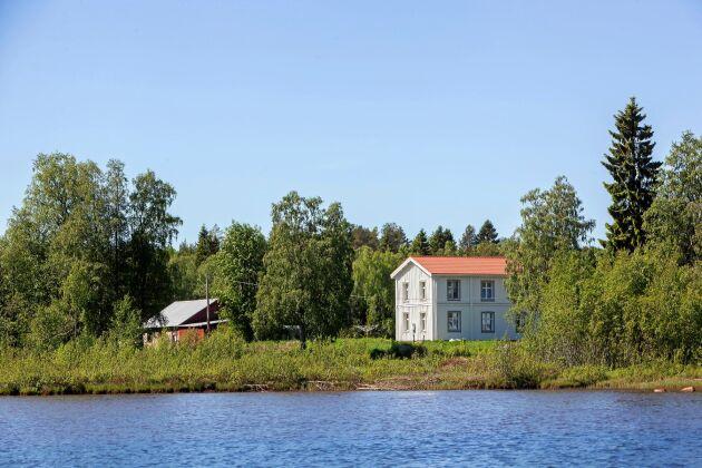 Hemmanet från 1700-talet har tillhört Daniels morfar, och här har tillbringat varje sommar sedan han var barn.