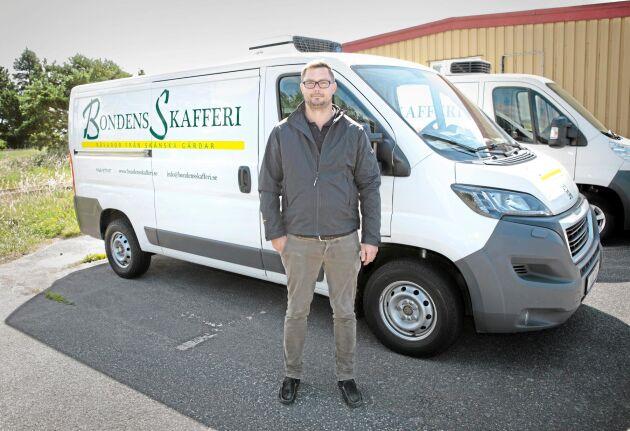 Bondens skafferi har sex chaufförer. I Danmark samarbetar företaget med en grossist som täcker hela landet.